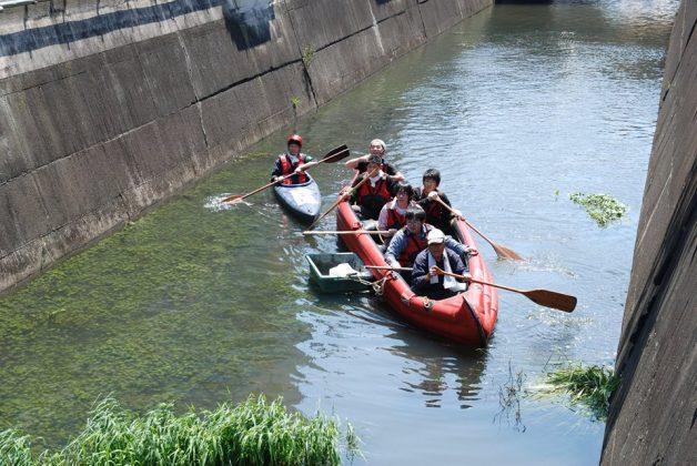 カヌーで川ごみ清掃
